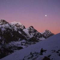 roze zonsondergang in de Himalaya