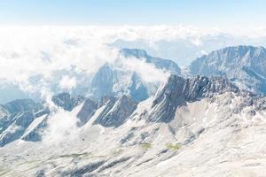zugspitze bergtop van duitsland foto