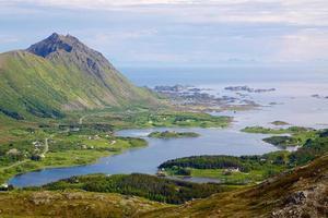 schilderachtige kust van noorwegen foto