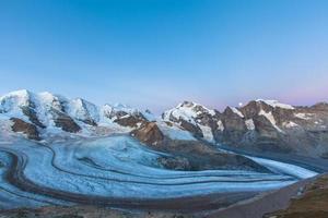 bernina massief en gletsjer bij zonsopgang foto