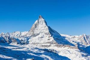 uitzicht op Matterhorn op een heldere zonnige dag foto