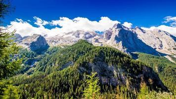 uitzicht op het massief van de marmolada, italië foto