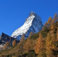 herfstscène in zermatt foto