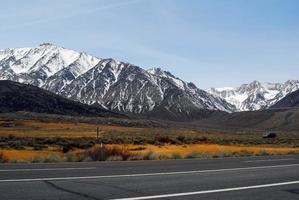 met sneeuw bedekte Mount Whitney Peak foto