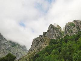 rotsen in berg nationaal park picos de europa foto