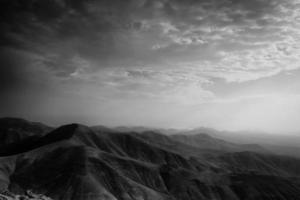 zonsopgang boven de bergen - lanzarote