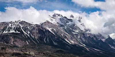 dolomieten bergen boven cortina d'ampezzo foto