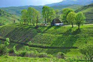 kleine boerderij in de bergen