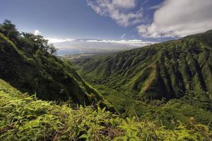 Waihee Ridge Trail, met uitzicht op Kahului en Haleakala, Maui, Hawaï
