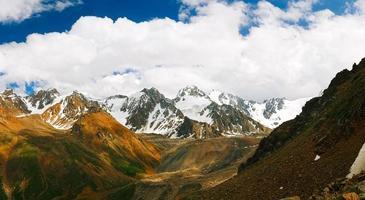 prachtige tien shan pieken en bergen.