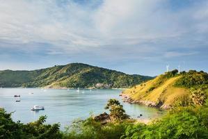 uitzicht op een promthep-cape. phuket eiland, thailand foto