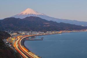 suruga baai met berg fuji foto