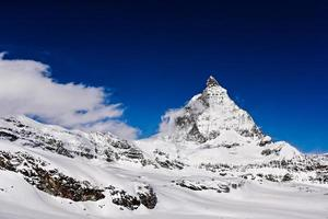 """Zermatt's berg """"de Matterhorn"""" met blauwe lucht foto"""