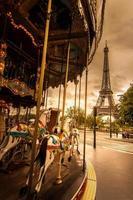 parijs - de carrousel van de eiffeltoren, frankrijk, paard, rijden