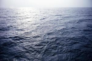 blauwe oceaan foto