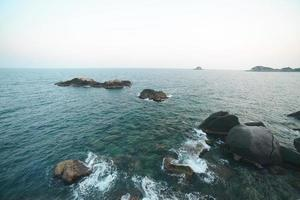oceaan en stenen