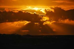 zonsondergang op de oceaan foto