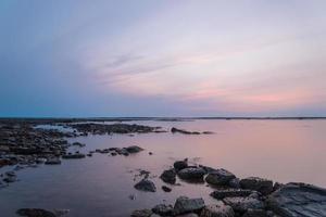 oceaankust bij eb foto