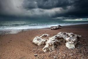 storm over de kust van de Atlantische Oceaan