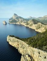 landschapszicht vanaf de klif cap de formentor foto