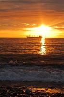 avondrood en het schip foto