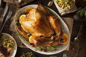 hele zelfgemaakte thanksgiving kalkoen foto
