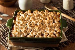 huisgemaakte zoete aardappel ovenschotel foto