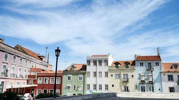 kleurrijk bakstenen huis in Lissabon, portugal.