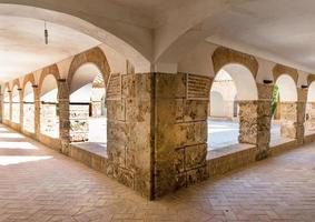 binnenplaats bij klooster virgin del saliente
