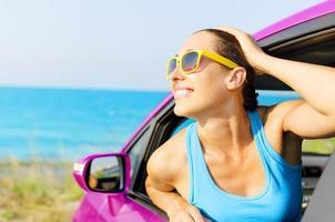 auto vrouw bestuurder blij foto