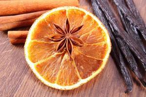 steranijs, geurige vanille, kaneel en gedroogde sinaasappel foto