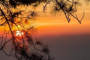 zonsopgang uitzichtpunt, doi angkhang, chiangmai, thailand foto