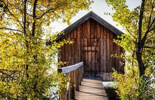 oud houten botenhuis