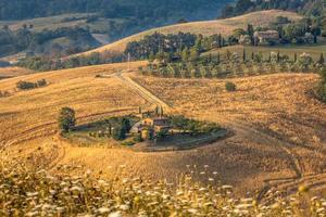 Toscaanse boerderijlandschap foto