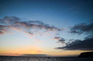 gekleurde wolken bij zonsondergang