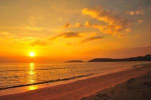 strand bij zonsondergang achtergronden foto