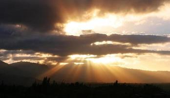 dramatische zonnestraal foto