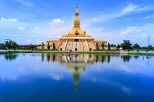 pagode mahabua, roi-et, thailand foto