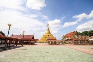 phra borom that temple, nakhon chum, kamphaeng phet, thailand. foto