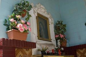 pequeño santuario de la virgen maria
