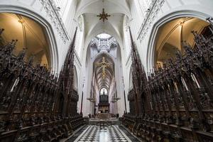 interieurs van de kathedraal notre dame d'anvers, anvers, belgië foto