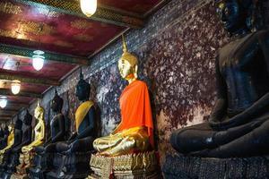 Boeddha beelden, beeldhouwkunst, Thailand architectuur, Watsuthat Boeddha beelden, beeldhouwkunst foto