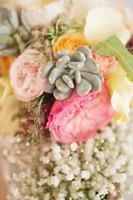 kleurrijk bruidsboeket foto