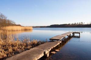 meer in Polen licht bevroren in de winter