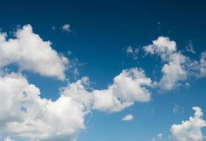 cloundscape en blauwe hemel foto