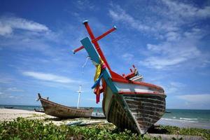 vissersboot met hemelachtergrond