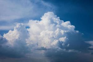 koning van de wolken aan de hemel