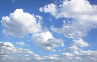 blauwe lucht weer aard foto
