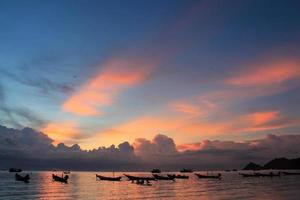 prachtige zonsondergang op het eiland Koh Tao foto
