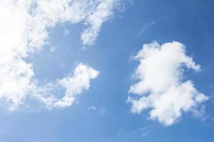 blauwe hemel met cloud
